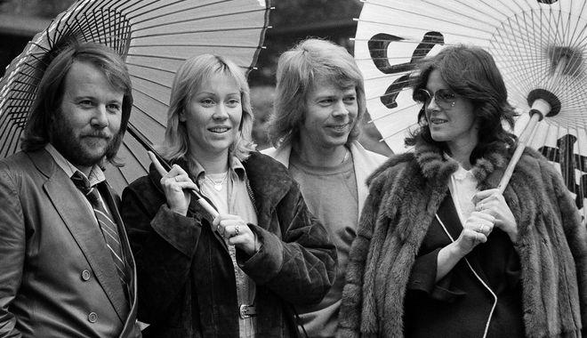 14 Μαρτίου, 1980, το συγκρότημα φωτογραφίζεται στο ξενοδοχείο τους στο Τόκιο.