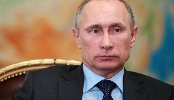 Παράταση ενός έτους στο εμπάργκο κατά της Δύσης και ακύρωση της έκπτωσης στην τιμή αερίου για την Ουκρανία αποφάσισε ο Πούτιν