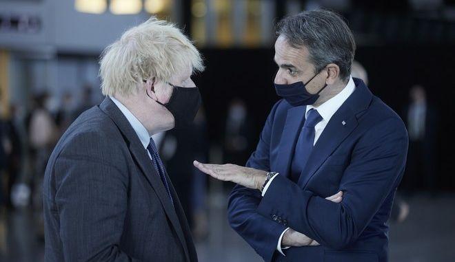 Ο πρωθυπουργός της Βρετανίας Μπόρις Τζόνσον και ο πρωθυπουργός της Ελλάδας Κυριάκος Μητσοτάκης