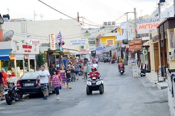 Διακοπές στην Ελλάδα με ξύλο, ουσίες και 'μπόμπες'