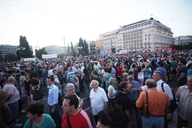 ΑΘΗΝΑ-Συγκέντρωση στο Σύνταγμα για συμπαράσταση στην κυβέρνηση.(EUROKINISSI-ΖΩΝΤΑΝΟΣ ΑΛΕΞΑΝΔΡΟΣ)
