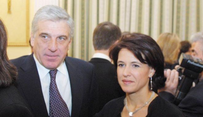 Ο Γιάννος Παπαντωνίου και η σύζυγός του σε δεξίωση στο Προεδρικό Μέγαρο το 2001