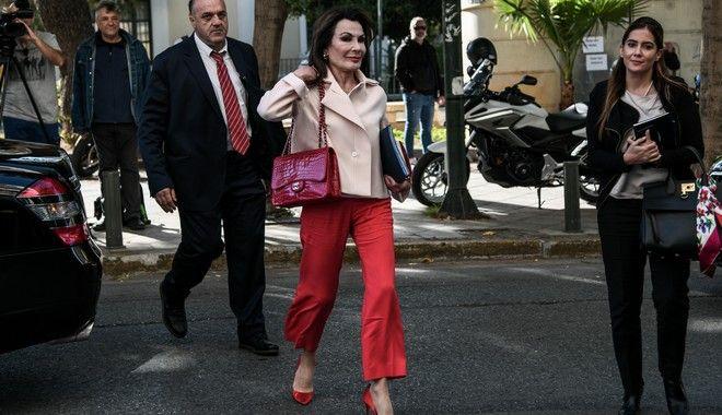 Η Γιάννα Αγγελοπούλου φθάνει στα γραφεία του ΣΥΡΙΖΑ για την συνάντηση της με τον πρόεδρο του ΣΥΡΙΖΑ, Αλέξη Τσίπρα, προκειμένου να τον ενημερώσει για την έναρξη των εργασιών της Επιτροπής