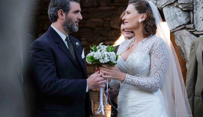 Άγριες Μέλισσες: Ο γάμος Μιλτιάδη και Βιολέτας σε 10 καρέ - Τι θα δούμε