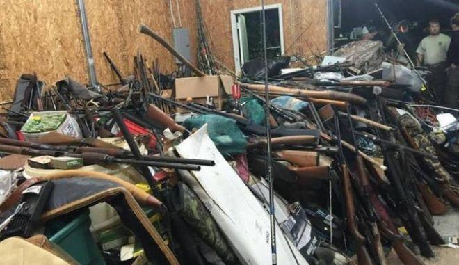 Σε οπλοστάσιο είχε μετατρέψει το σπίτι του κλεπαταποδόχος. Βρέθηκαν πάνω από 10.000 όπλα