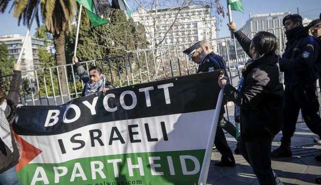 Διαμαρτυρία Παλαιστινίων στο Σύνταγμα πριν την κατάθεση του στεφάνου στο μνημείο του Άγνωστου Στρατιώτη από τον Πρόεδρο του Ισραήλ Ρεουβέν Ριβλίν την Δευτέρα 29 Ιανουαρίου 2018. (EUROKINISSI/ΓΙΑΝΝΗΣ ΠΑΝΑΓΟΠΟΥΛΟΣ)