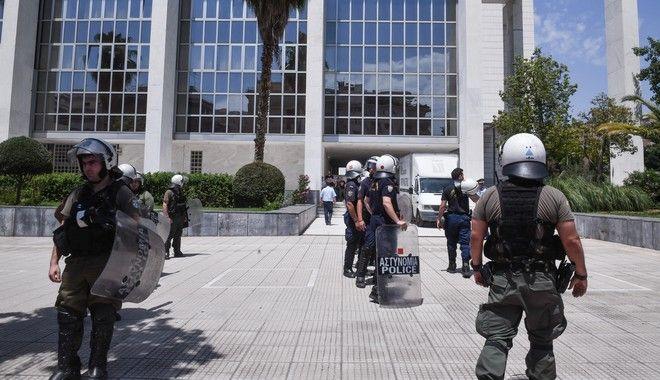 Αστυνομία έξω από το Εφετείο Αθηνών (φωτογραφία αρχείου)