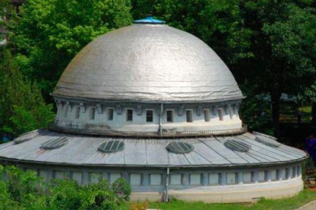 Λύθηκε το μυστήριο με τη φωτογραφία του παρκαρισμένου UFO
