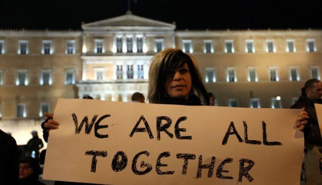 Διαδηλωτές κρατούν πανό ευχαριστώντας τους πολίτες των Ευρωπαϊκών χωρών που πραγματοποιούν συγκεντρώσεις αλληλεγγύης στον Ελληνικό λαό, Σάββατο 18 Φεβρουαρίου 2012. (EUROKINISSI // ΓΕΩΡΓΙΑ ΠΑΝΑΓΟΠΟΥΛΟΥ)