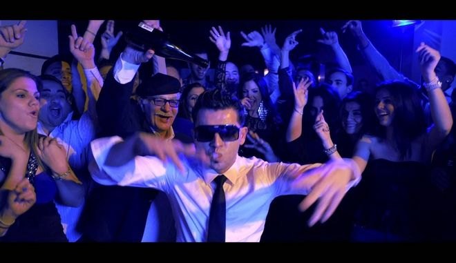 Τα 10 πιο ενοχλητικά κολλητικά ελληνικά τραγούδια