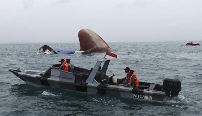 Εντοπίστηκαν επιζώντες στο ναυάγιο της Ινδονησίας