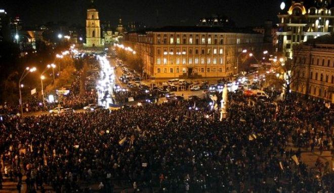 Κίνηση ματ από Γιανουκόβιτς: Προτείνει την πρωθυπουργία στην αντιπολίτευση