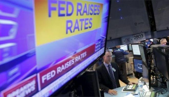 Ιστορική απόφαση της Fed: Αύξησε τα επιτόκια για πρώτη φορά από το 2006