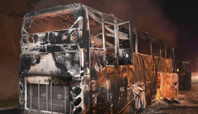 Είκοσι νεκροί απ' την πυρκαγιά που ξέσπασε σε λεωφορείο εν κινήσει στην Ταϊλάνδη, με εργάτες απ' τη Μιανμάρ