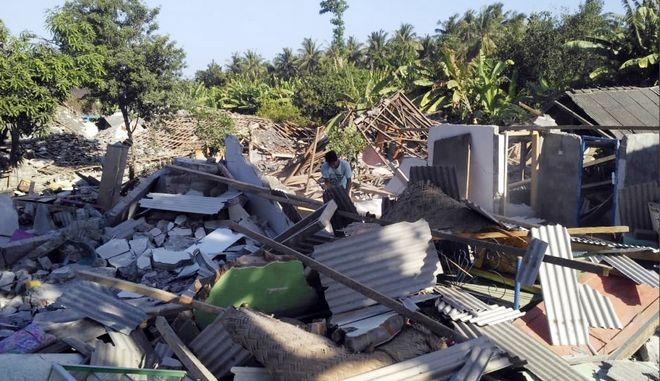 Μάχη κατά της ελονοσίας μετά τους πολύνεκρους σεισμούς (αρχείου)