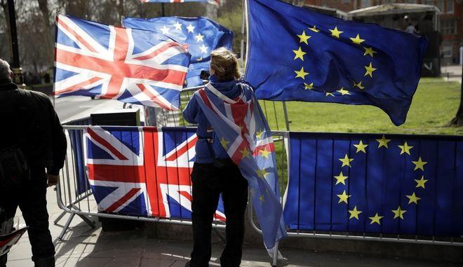 Διαδήλωση για το Brexit έξω από τη Βουλή των Κοινοτήτων στο Λονδίνο