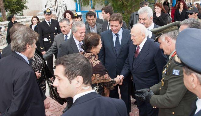 Ο Πρόεδρος της Δημοκρατίας Καρολος Παπούλιας στην τελετή Αγιασμού των Υδάτων και την Κατάδυση του Τιμίου Σταυρού στην Τέλενδο, στα Δωδεκάνησα, την Δευτέρα 6 Ιανουαρίου 2014. (EUROKINISSI)