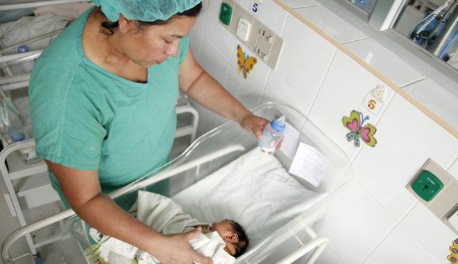 Νεογέννητο σε μαιευτήριο