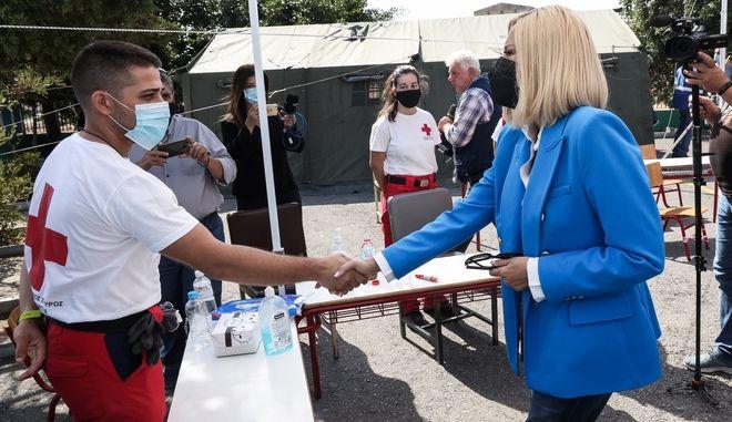 Επίσκεψη της προέδρου του Κινήματος Αλλαγής, Φώφης Γεννηματά στις πληγείσες από τον σεισμό περιοχές του Ηρακλείου Κρήτης, Τετάρτη 29 Σεπτεμβρίου 2021.