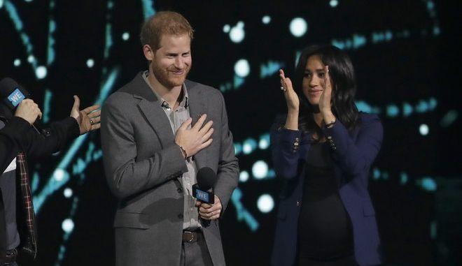 Ο πρίγκιπας Χάρι και η σύζυγός του Μέγκαν Μαρκλ σε εκδήλωση στο Λονδίνο