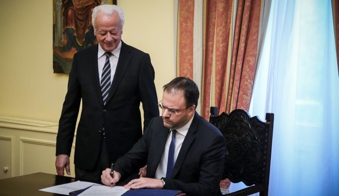 Στιγμιότυπο από την ορκωμοσία του νέου υπουργού Τουρισμού Θανάση Θεοχαρόπουλου