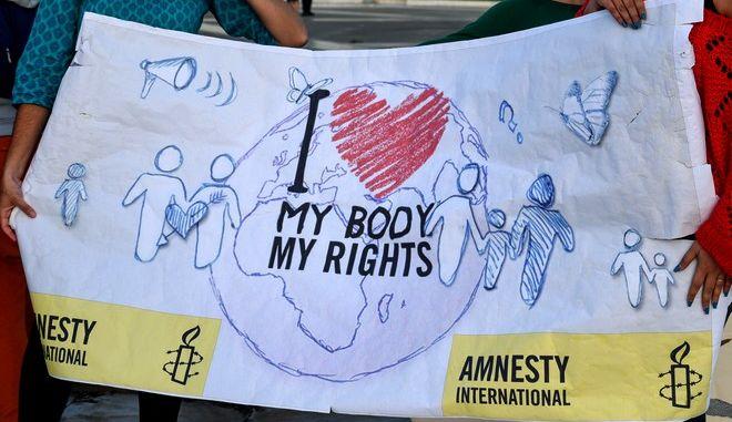 Στιγμιότυπο από την συγκέντρωση υπέρ του δικαιώματος στην έκτρωση