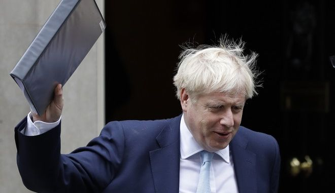 Ο Βρετανός πρωθυπουργός Μπόρις Τζόνσον φεύγει από την πρωθυπουργική κατοικία στο Λονδίνο