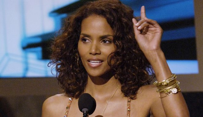 Actor Halle Berry presents the award for best group during the 5th annual BET Awards on Tuesday, June 28, 2005, in Los Angeles. (AP Photo/Chris Pizzello)
