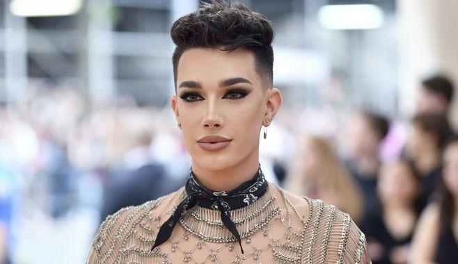 Ο James Charles, αμερικανός youtuber, makeup artist και ο πρώτος άντρας που έγινε κεντρικό πρόσωπο του brand καλλυντικών Covergirl το 2016