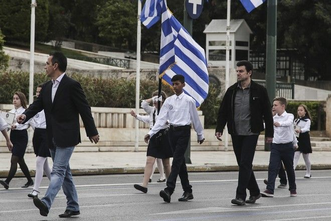 Students parade, in celebration of the beginning of the greek war for independence against the Ottoman Empire in 1821, in Athens, Mar. 24, 2016 /  ,          1821    ,  , 24 , 2016