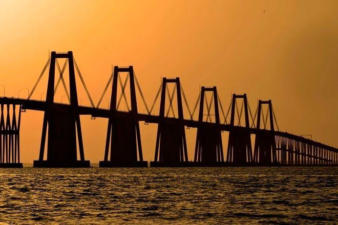 66498369 - maracaibo, venezuela - november 4:  general rafael urdaneta bridge, lake maracaibo during a sunrise. november 4, 2014 in maracaibo, venezuela. (photo by jean carlos ramos)