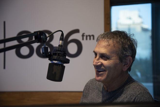 News 24/7 στους 88,6: Ο Γιώργος Νταλάρας καλεσμένος στον Ηλία Μπενέτο