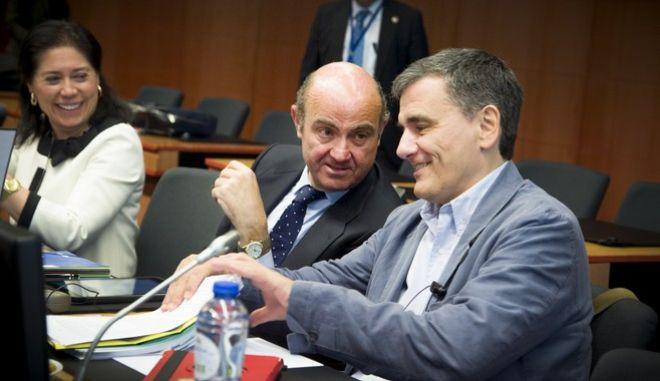 Le Monde: Επιτέλους μια συνολική συμφωνία για την Ελλάδα