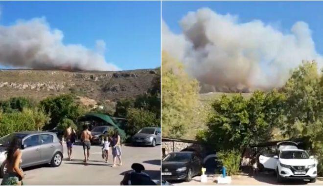 Φωτιά στην Ελαφόνησο: Εκκενώθηκε το κάμπινγκ και ξενοδοχείο