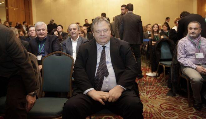 """Ο πρόεδρος του ΠΑΣΟΚ Ευαγ. Βενιζέλος στην συνεδρίαση της Κεντρικής Επιτροπής του κόμματος στο ξενοδοχείο """"Κάραβελ"""" την Κυριακή 22 Δεκεμβρίου 2013. (EUROKINISSI/ΓΕΩΡΓΙΑ ΠΑΝΑΓΟΠΟΥΛΟΥ)"""