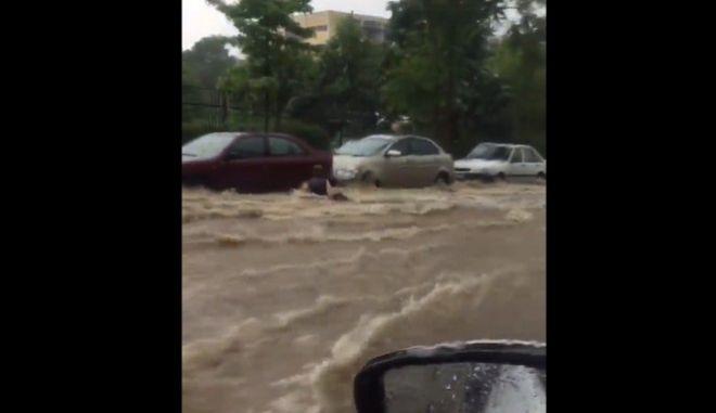 Τα νερά παρέσυραν γυναίκα στη Θεσσαλονίκη