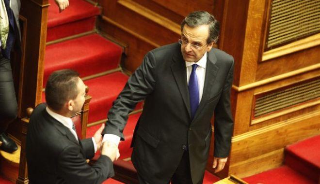 Στιγμιότυπα από την ψηφοφορία για τα νέα οικονομικά μέτρα στην Βουλή. (EUROKINISSI/ΓΙΩΡΓΟΣ ΚΟΝΤΑΡΙΝΗΣ)