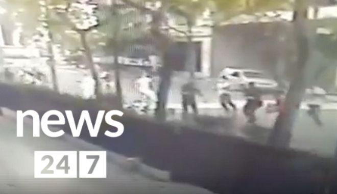 ΒΙΝΤΕΟ - Ντοκουμέντο: Η στιγμή της επίθεσης του Ρουβίκωνα στο ΥΠΕΞ