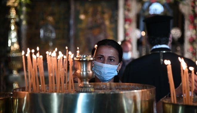 Στιγμιότυπο από τον εορτασμό Κοιμήσεως της Θεοτόκου στην Τήνο