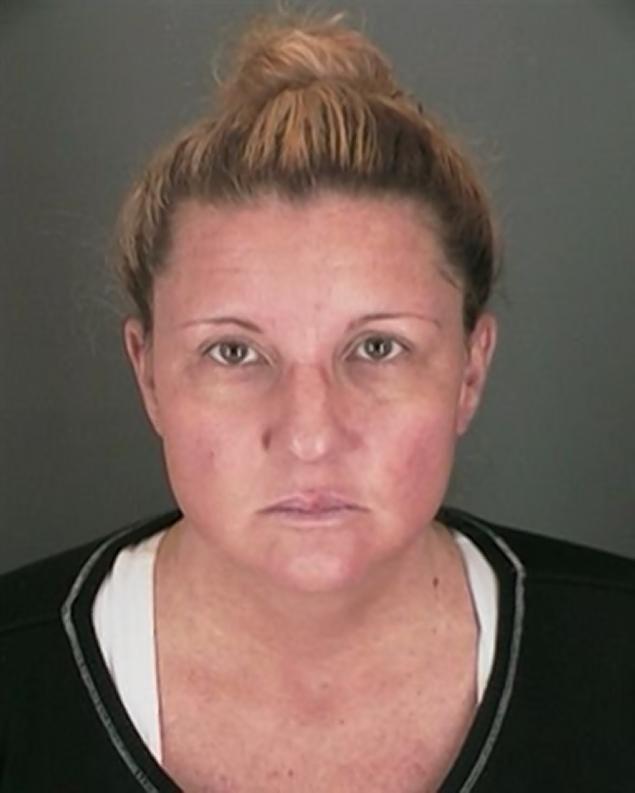 Την συνέλαβαν να κουρεύει τόπλες