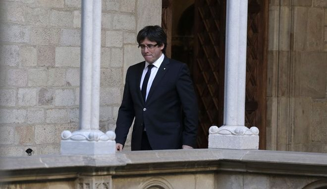 Catalan President Carles Puigdemont arrives to make a statement at the Palau Generalitat in Barcelona, Spain,Thursday Oct. 26, 2017. (AP Photo/Emilio Morenatti)