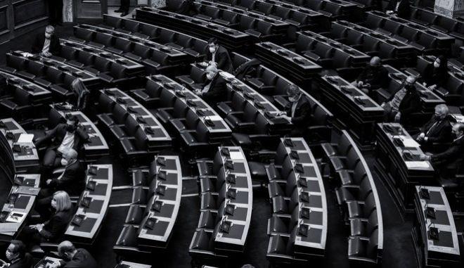 Τα έδρανα της αντιπολίτευσης στη Βουλή