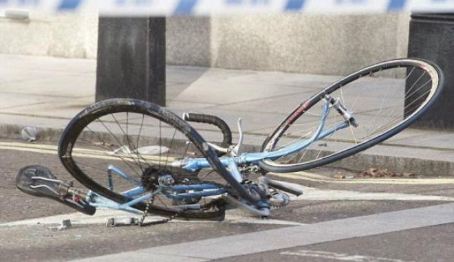 ΙΧ παρέσυρε και εγκατέλειψε ποδηλάτη στην Καλαμαριά