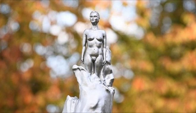 Το άγαλμα της Μέρι Γουόλστονκραφτ (1759 - 1797) βρίσκεται από τις 10/11/20 σε πάρκο του Λονδίνου
