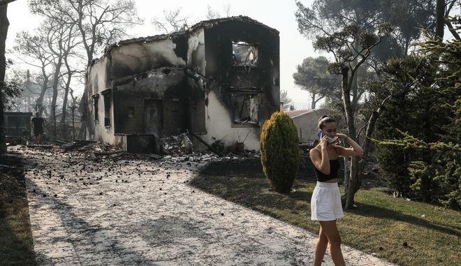Βαρυμπόμπη: Εικόνες θλίψης από το πέρασμα της πύρινης λαίλαπας