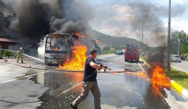 Φωτιά σε λεωφορείο στην Τουρκία με 5 νεκρούς