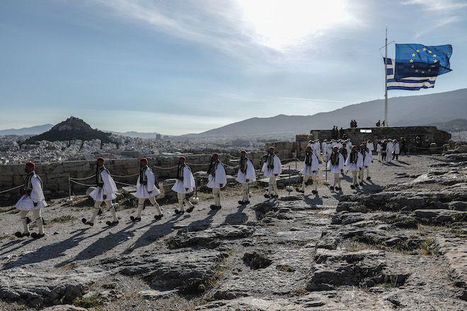 Έπαρση της ελληνικής σημαίας στην Ακρόπολη αφιερωμένη στην Ημέρα της Ευρώπης παρουσία της ΠτΔ Κατερίνας Σακελλαροπούλου, 9 Μαΐου 2021