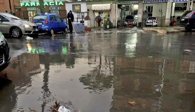 Σφοδρές βροχοπτώσεις πλήττουν την Ιταλία