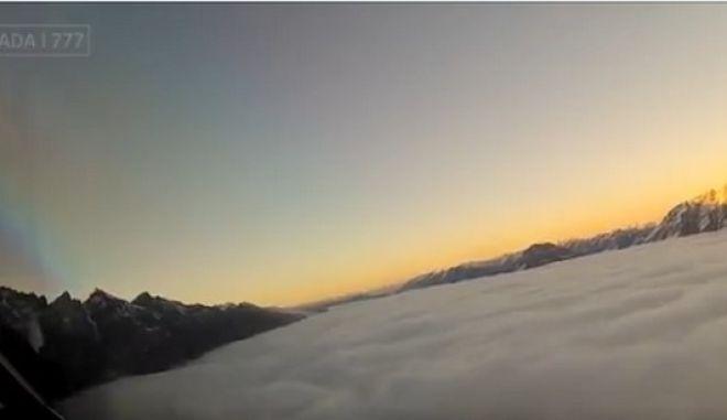 Βίντεο: Μια συνηθισμένη πτήση από τα μάτια ενός πιλότου