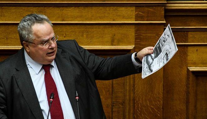 Στιγμιότυπο από την ομιλία του Νίκου Κοτζιά στην Ολομέλεια της Βουλής για την ψήφο εμπιστοσύνης
